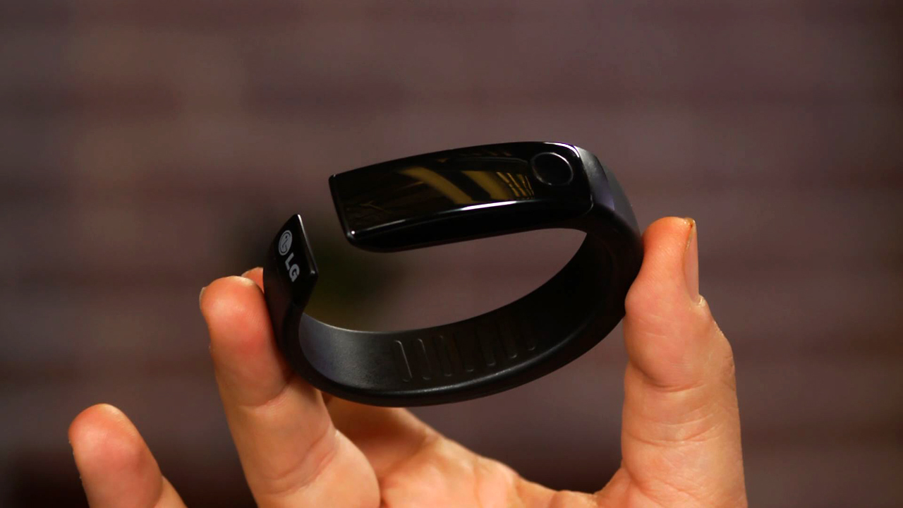 Video: LG Lifeband Touch and HeartRate Earphones: a weird one-two punch approach to fitness