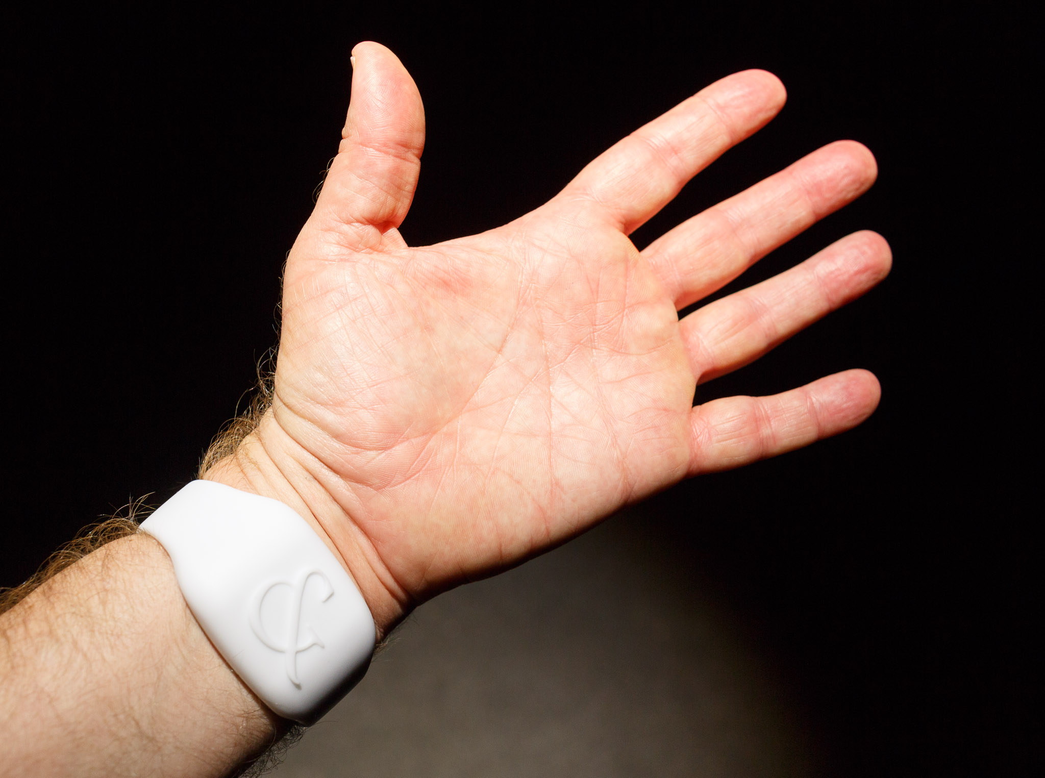 The emotion sensor, made by Studio XO and sold to ad firm Saatchi & Saatchi, has detectors that press against the skin on the inside of the wrist.