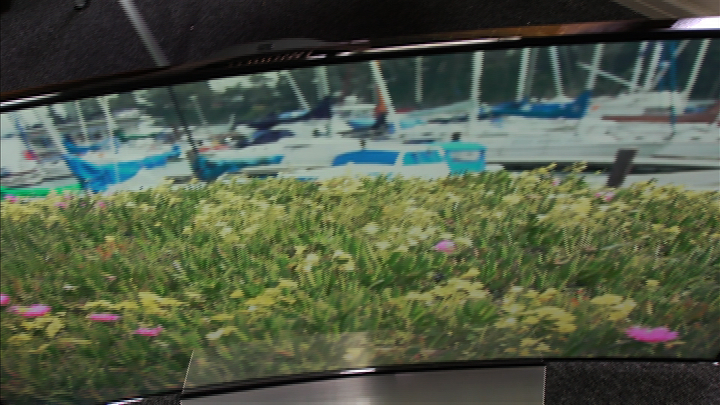 Video: Samsung UNHU9000: Curved TV a flat-out gimmick