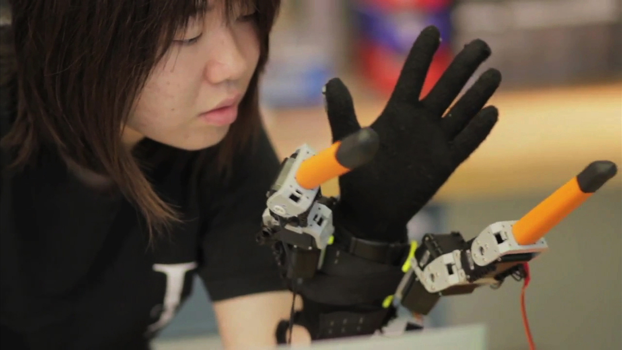 Video: Give yourself a helping hand with MIT's robot glove, Ep. 167