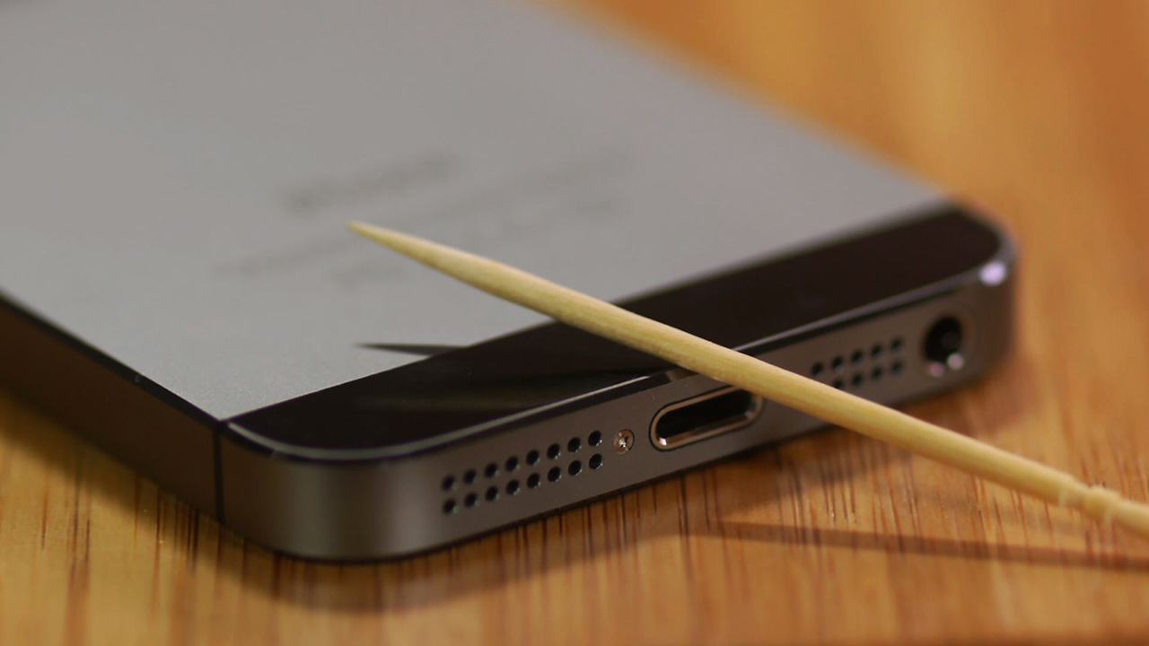 Video: Use a toothpick to clean out your iPhone