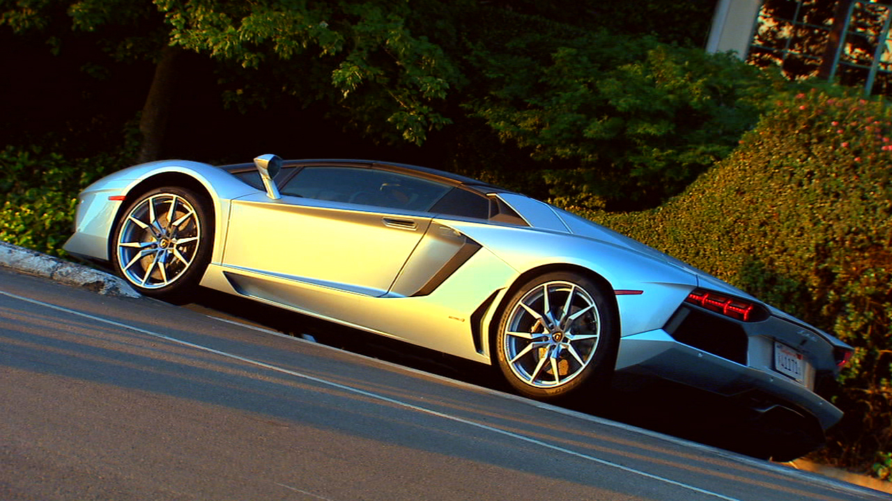 Video: On the road: Lamborghini Aventador