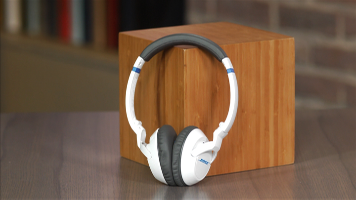 Video: Bose's ultracomfortable on-ear headphone gets a slight makeover