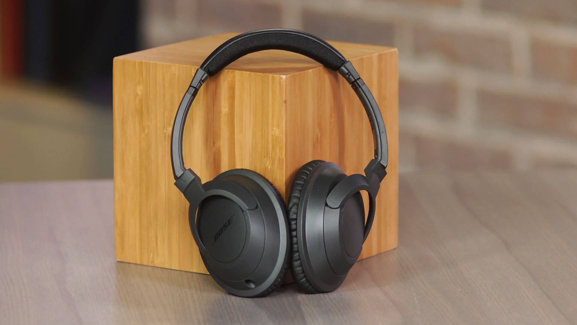 Video: Bose SoundTrue Around-Ear: A classic headphone gets a cosmetic upgrade