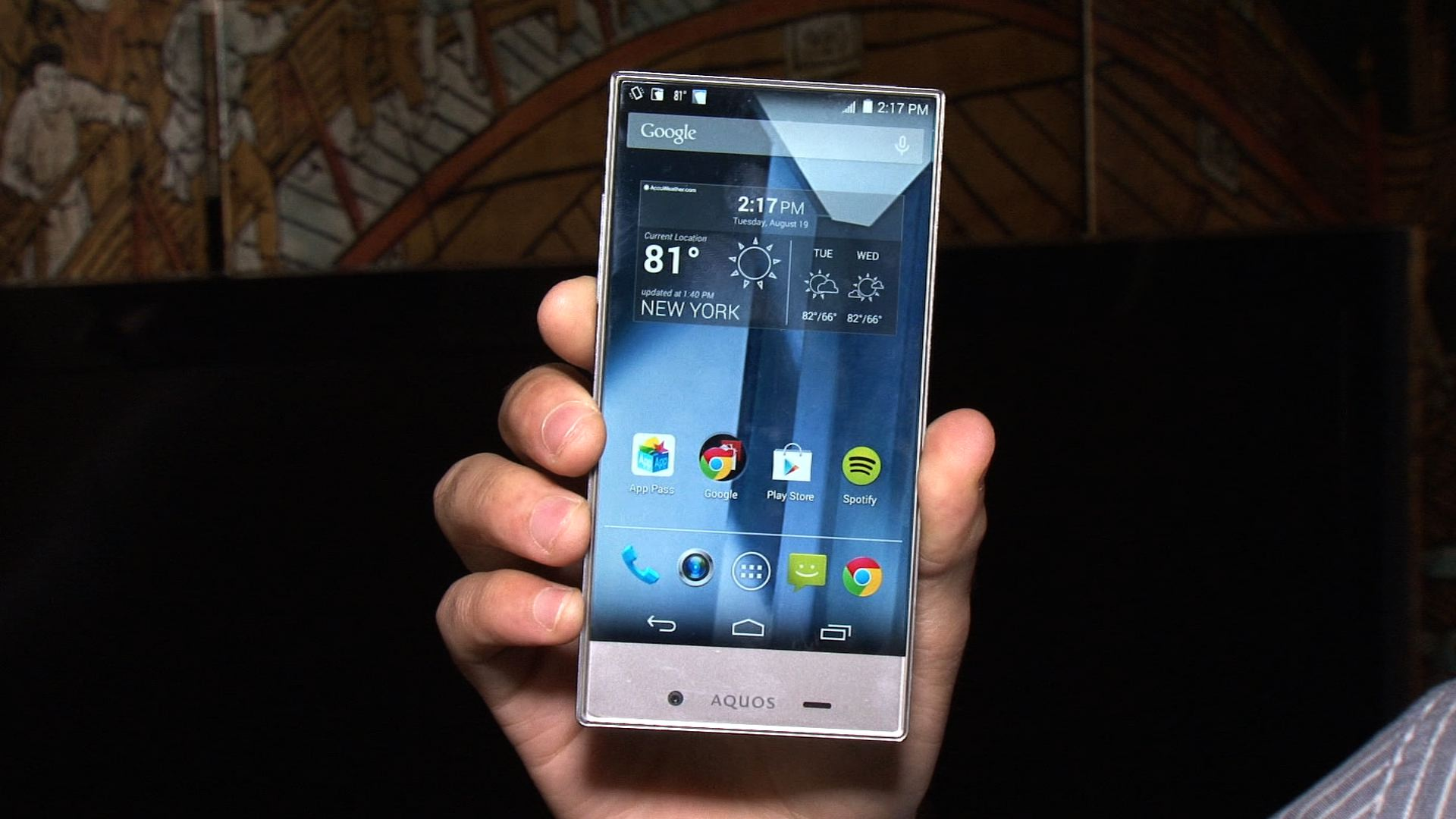 Video: Sharp Aquos Crystal: A 5-inch smartphone with an edge-to-edge display