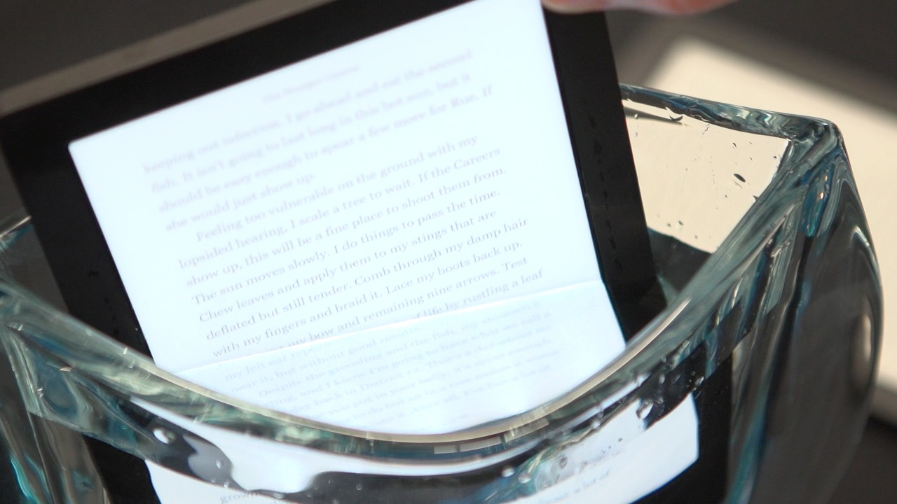 Video: Kobo Aura H2O is waterproof for bathtime reading