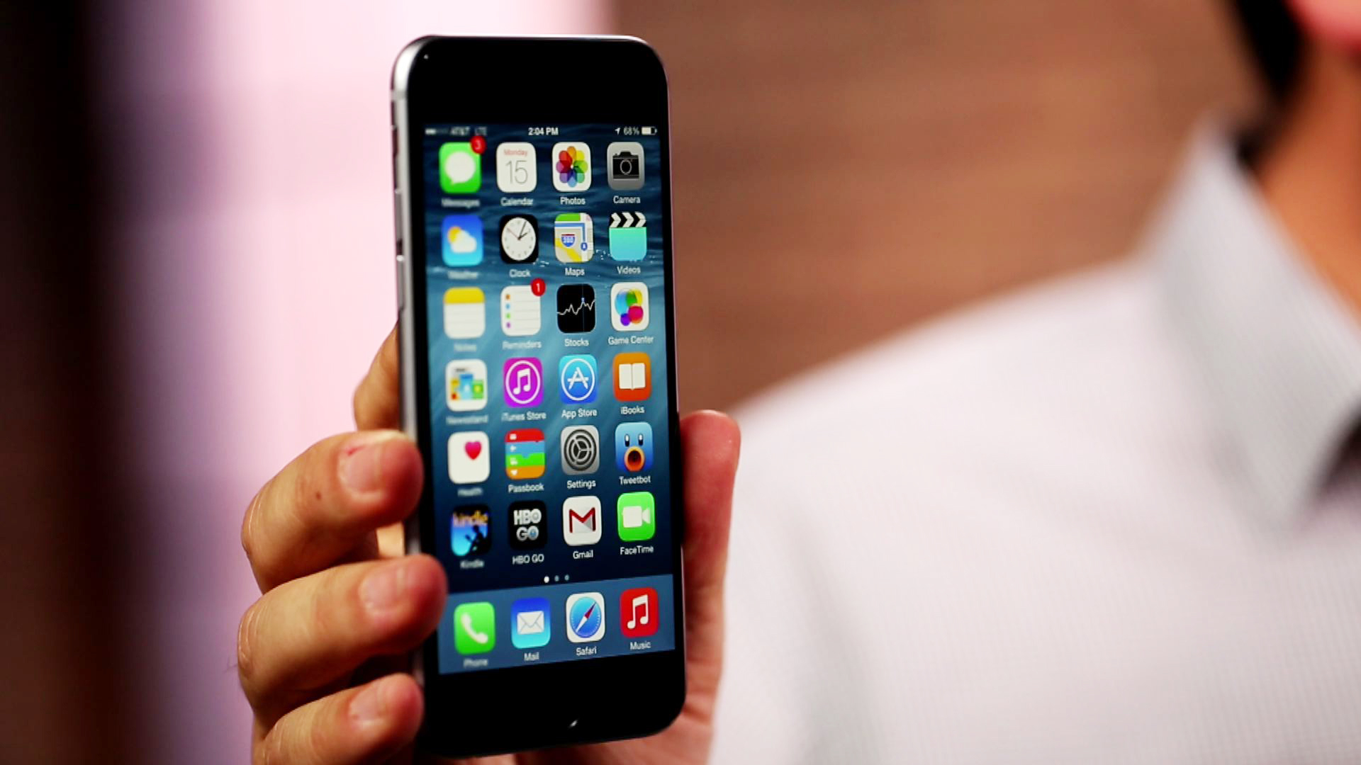 Video: iPhone 6, reviewed and up close