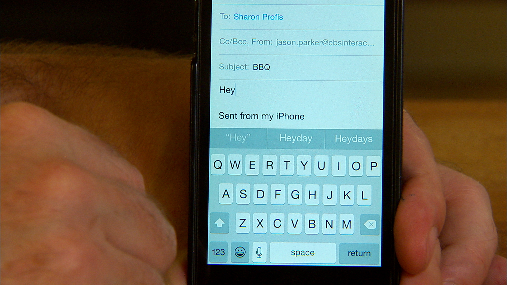 Video: Type faster with the iOS 8 keyboard