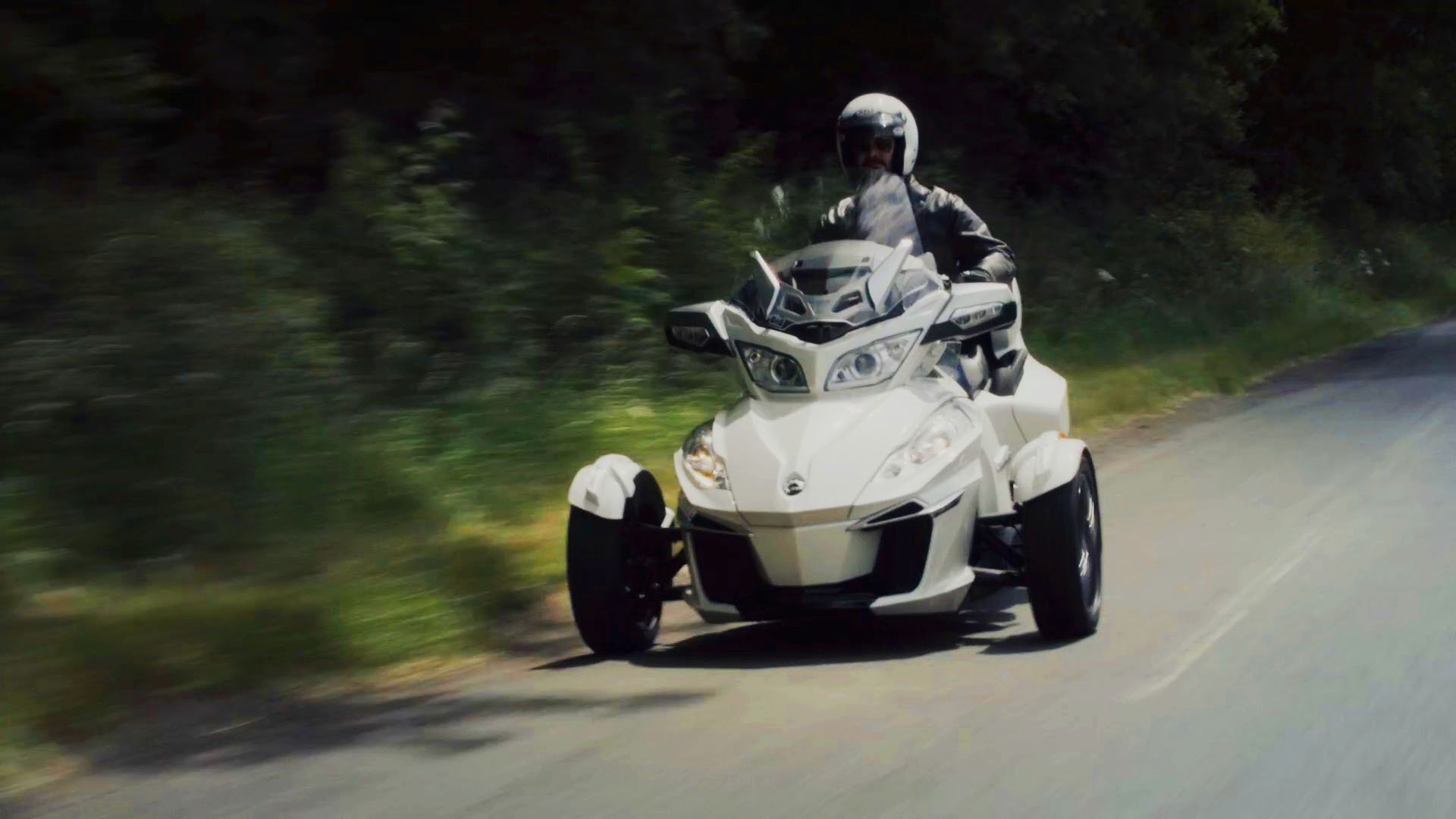 Video: Can-Am Spyder: Sportscar performance on three wheels