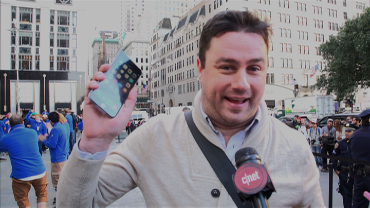 Video: iPhone 6 launch mania in NY: Bigger phones, bigger lines