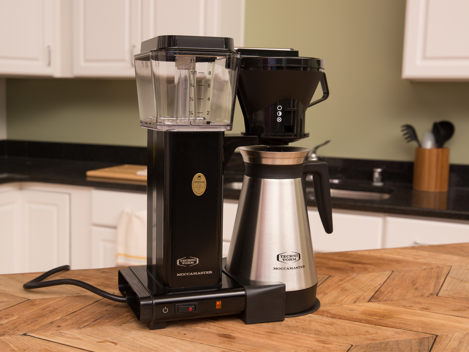 Video: The Technivorm Moccamaster takes lesser coffee makers to school