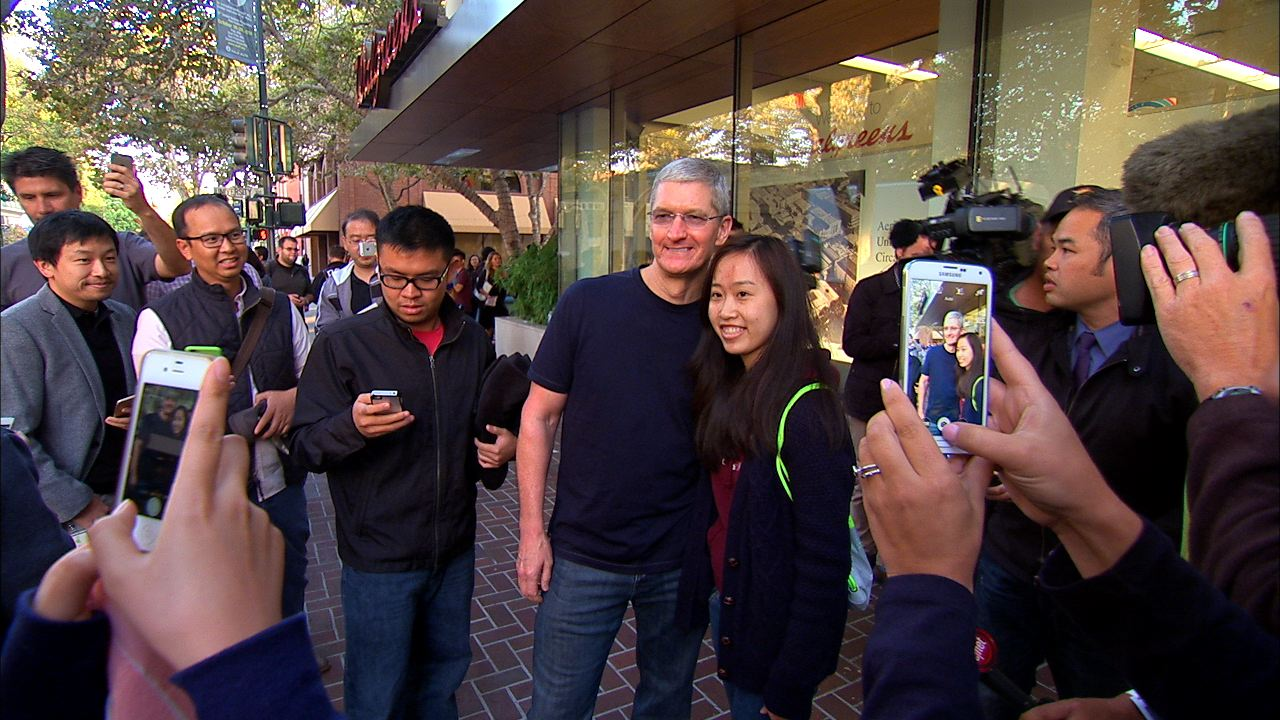 Video: Line up for an iPhone 6, get a selfie with Tim Cook