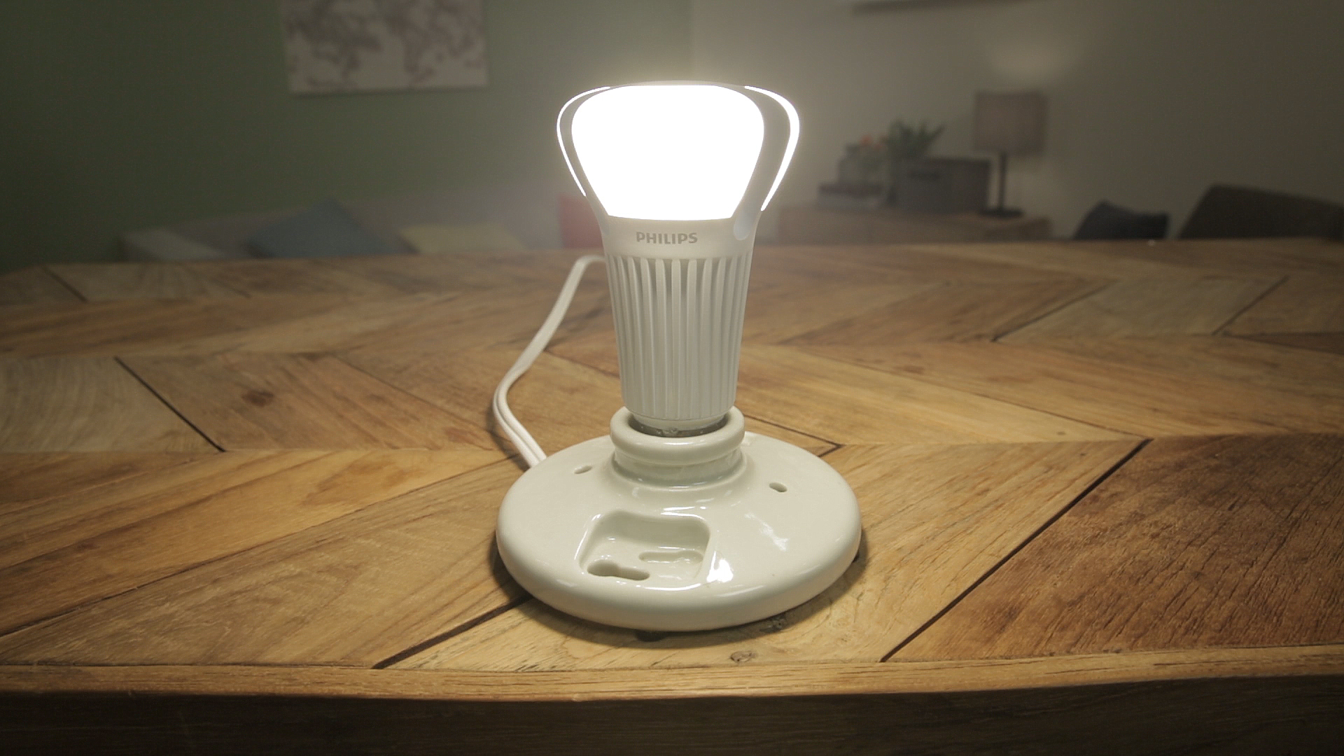 Video: The Philips 100W Equivalent LED is extra bright for a few extra bucks