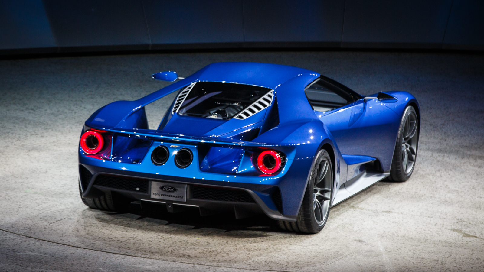 The new Ford GT is a 600-horsepower, twin-turbo, carbon-fiber monster