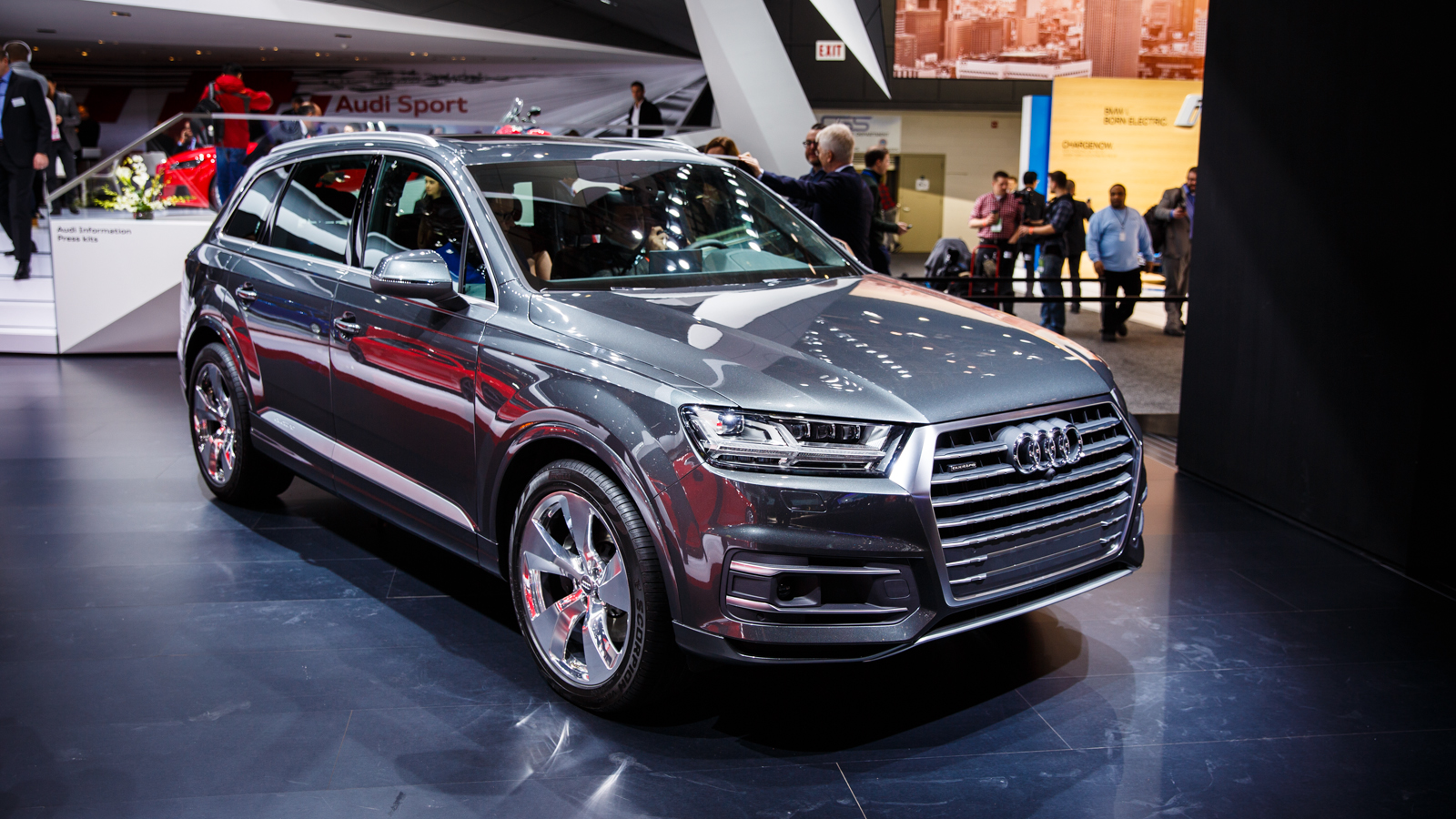 audi loads 2016 q7 with all the tech pictures cnet. Black Bedroom Furniture Sets. Home Design Ideas