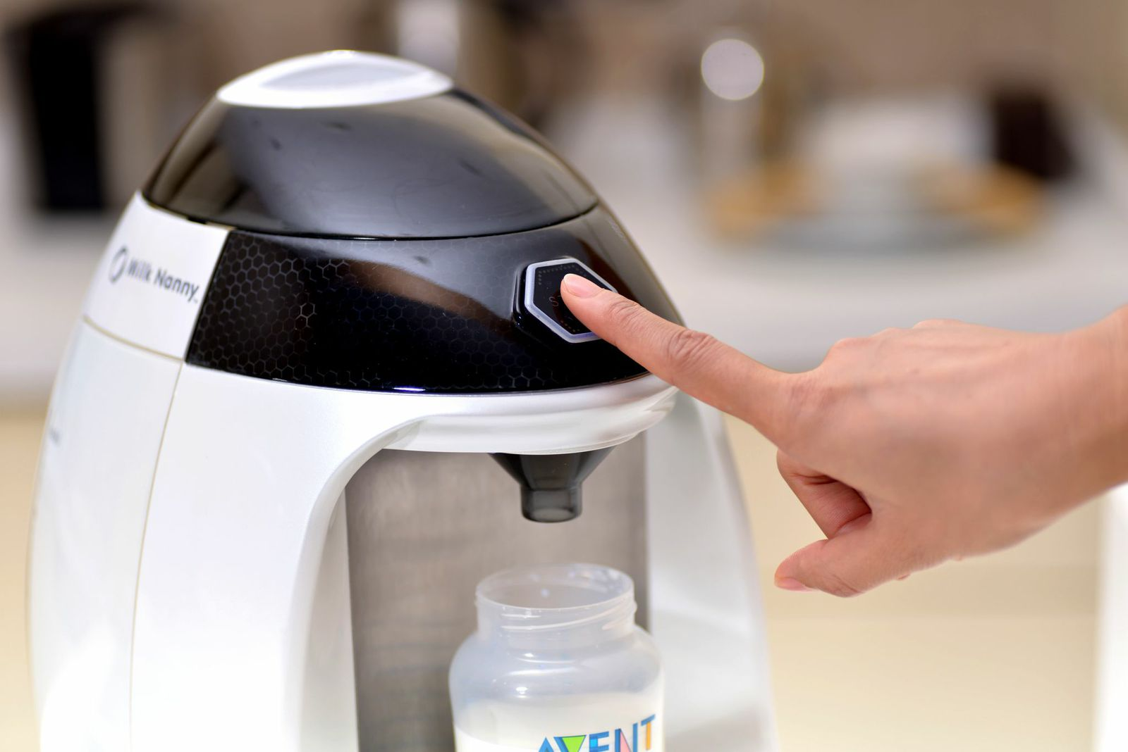 Milk Nanny Smart Formula Maker Preview - CNET