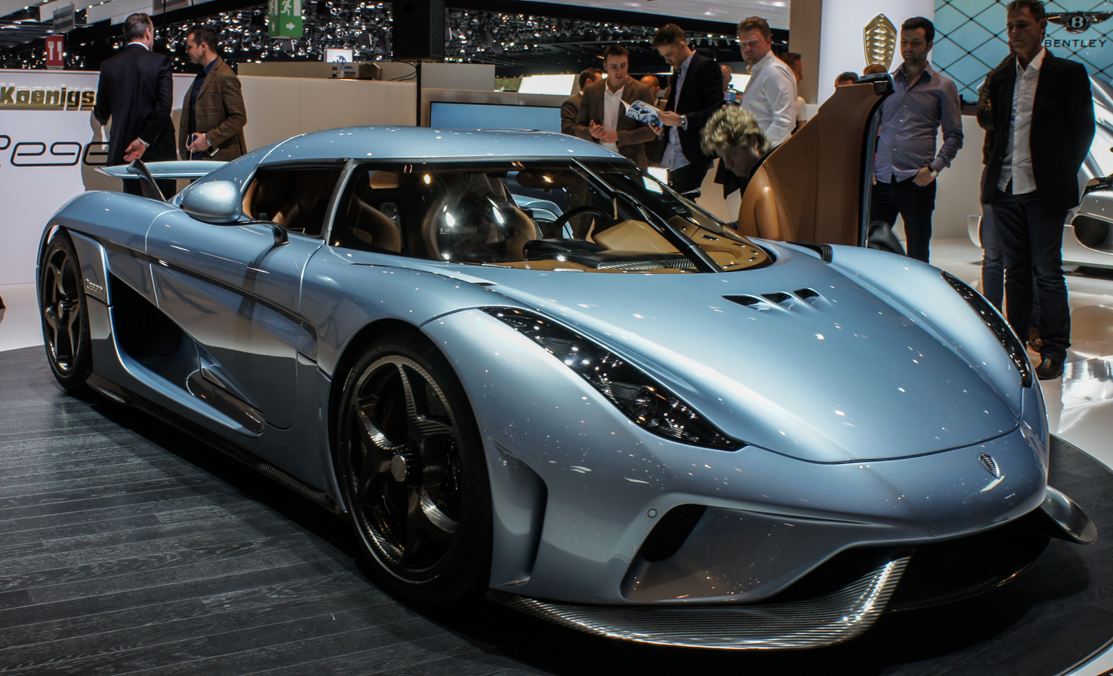koenigsegg regera 1960s style and 21st century tech pictures page 7 roadshow. Black Bedroom Furniture Sets. Home Design Ideas