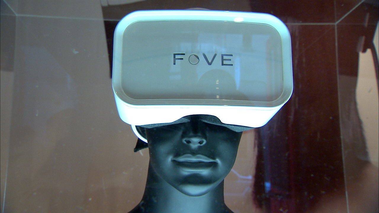 Video: Fove VR tracks your eyes as well as your head