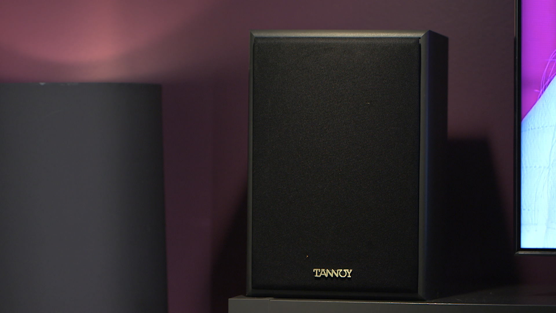 Video: Speakers on the floor: Yay or nay?