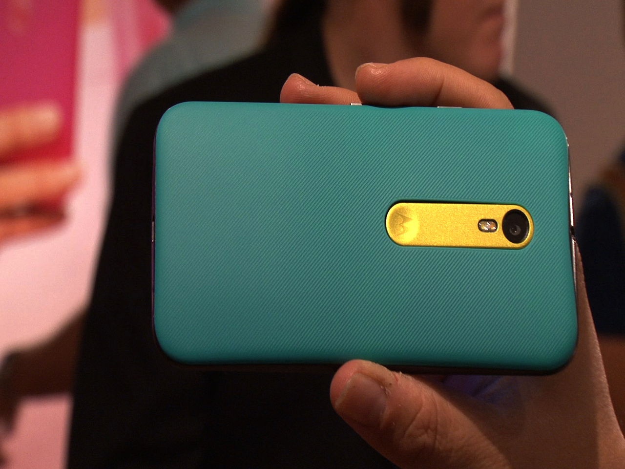 Video: New Moto G adds better camera, larger screen, and water dunkability