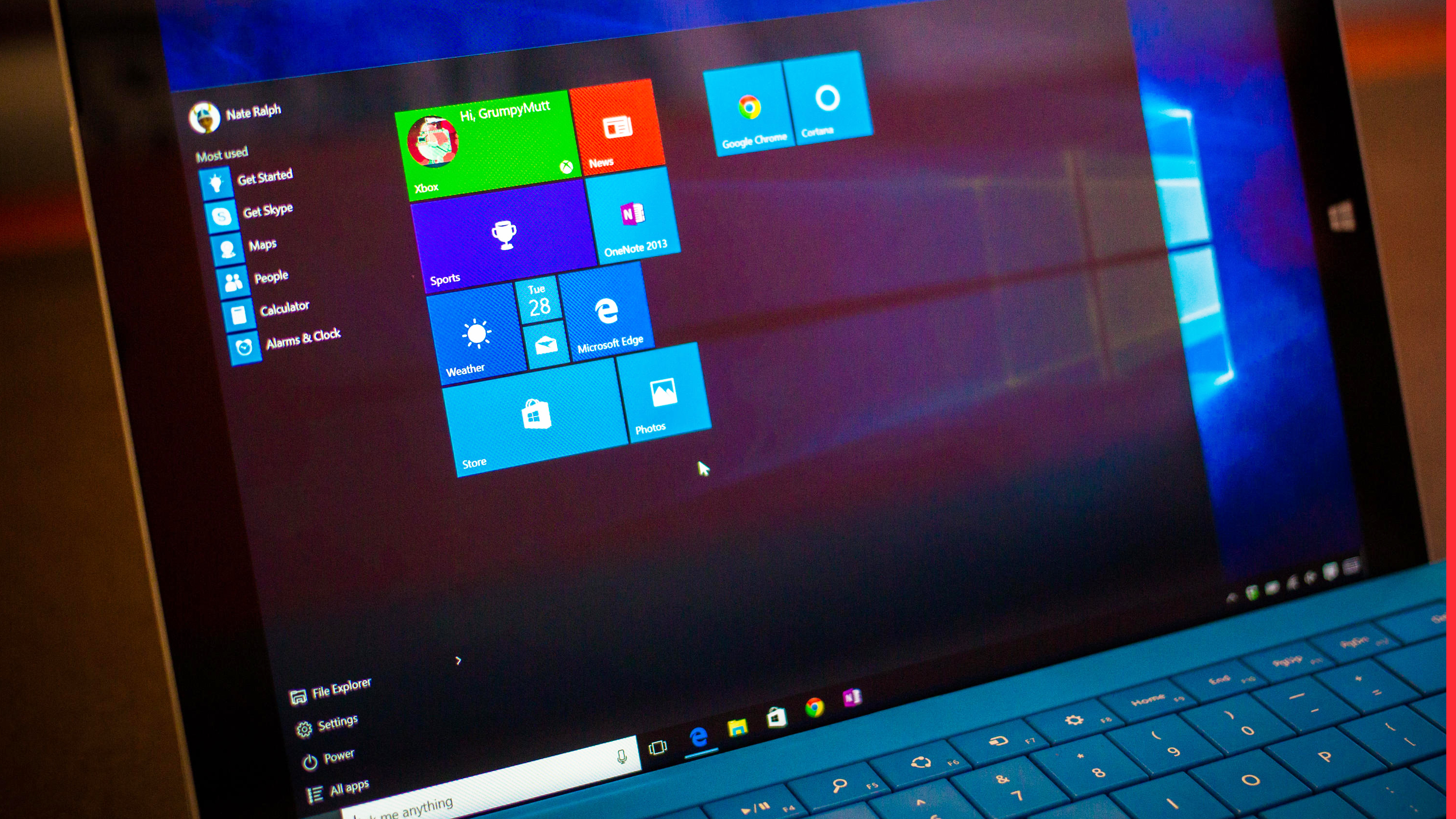 Video: Windows 10 looms while phone makers clamor for attention