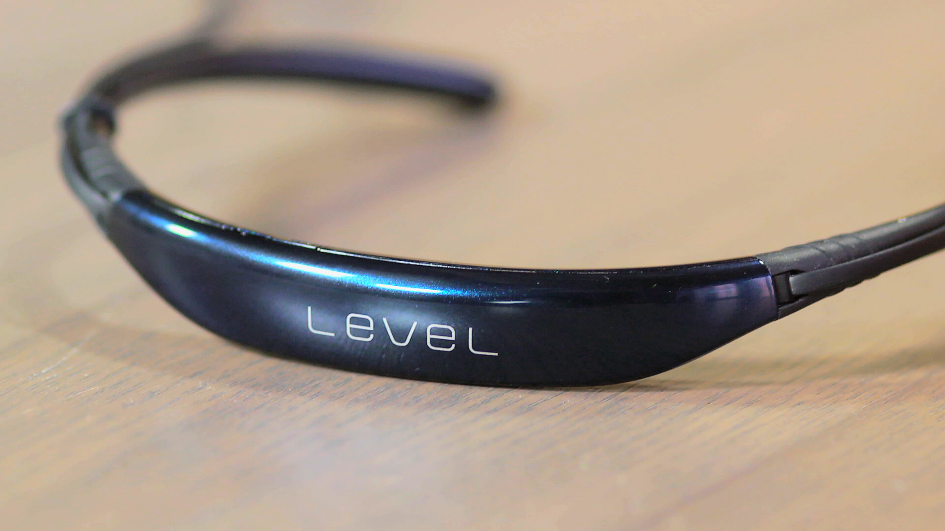 Video: Samsung Level U: A supercomfortable in-ear Bluetooth headphone for in-ear haters