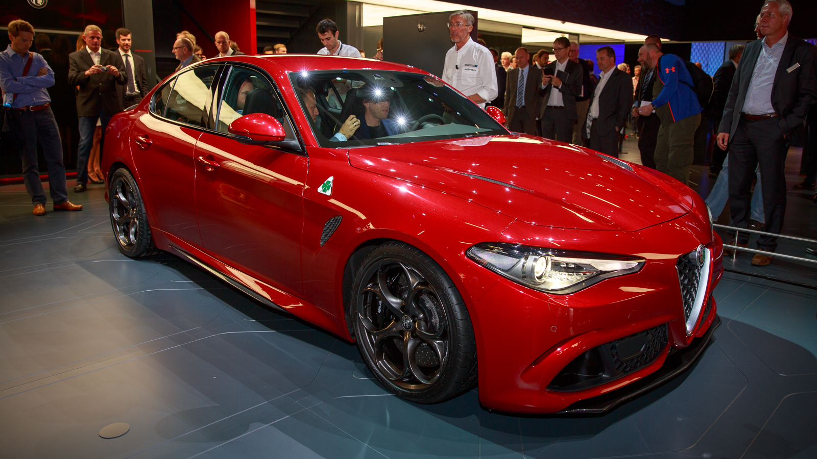 2016 alfa romeo giulia release date price and specs cnet. Black Bedroom Furniture Sets. Home Design Ideas