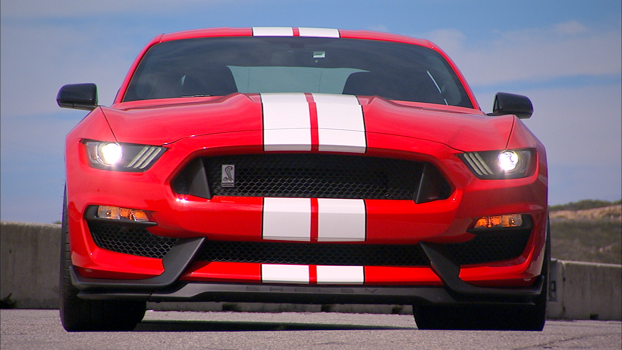 Video: 2015 Ford Mustang Shelby GT350 steals one trick from a Ferrari (CNET On Cars, Episode 74)
