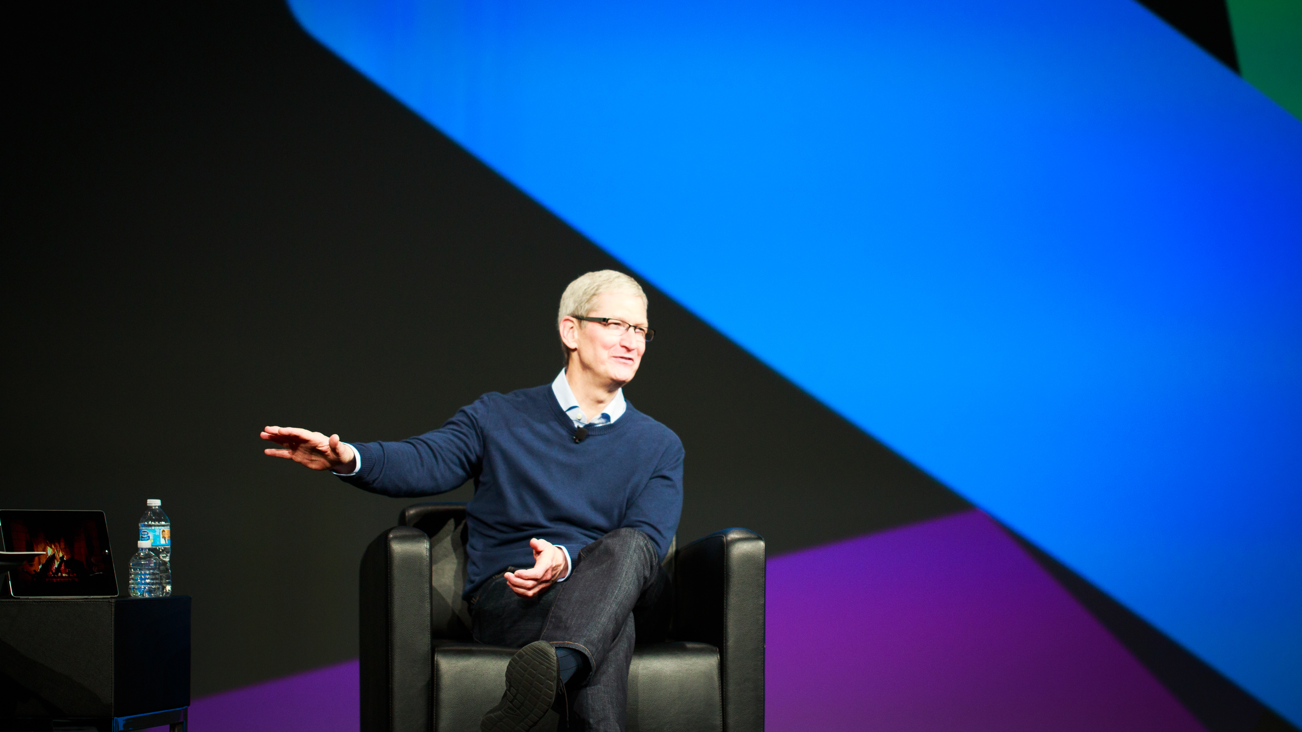 <p>Aaron Levie, Co-founder and CEO of Box speaks with Tim Cook, CEO of Apple at BoxWorks 2015 in San Francisco, CA.  Photo by Josh Miller/CNET</p>