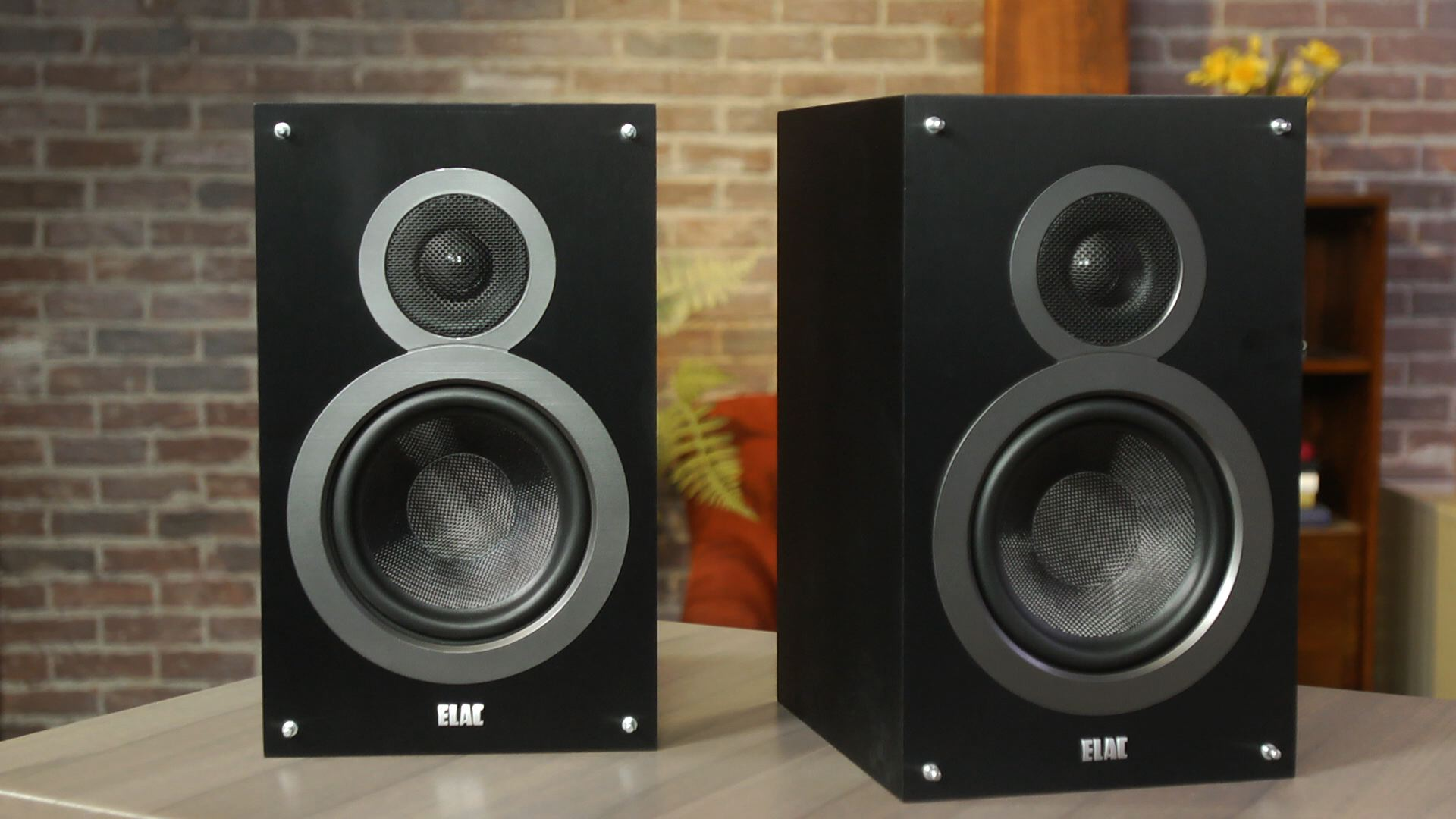 Video: ELAC Debut B6 speakers sound superior