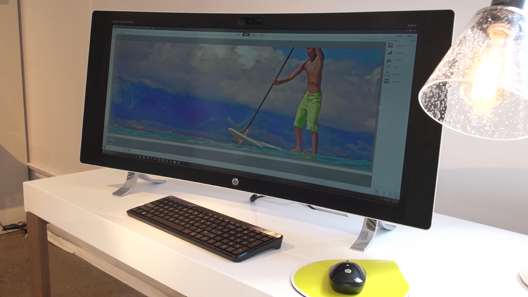 Video: HP's all-in-one Envy desktop goes curved