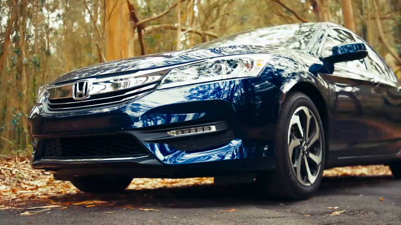 Video: 2016 Honda Accord: Evolution of a mainstream classic (CNET On Cars, Episode 75)