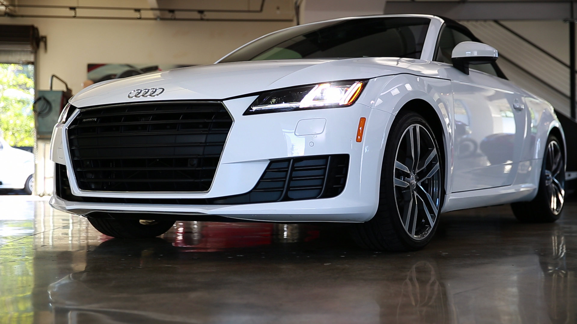 Video: On the road: 2016 Audi TT Roadster