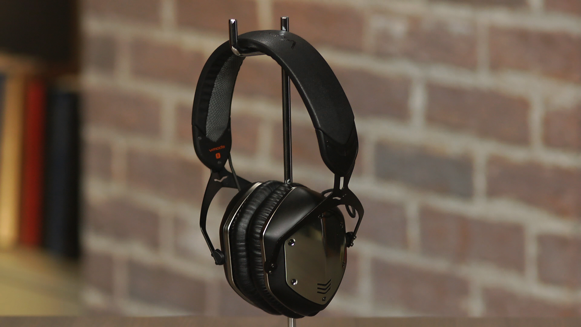 Video: V-Moda's Crossfade Wireless headphone takes aim at Apple's Beats Studio Wireless
