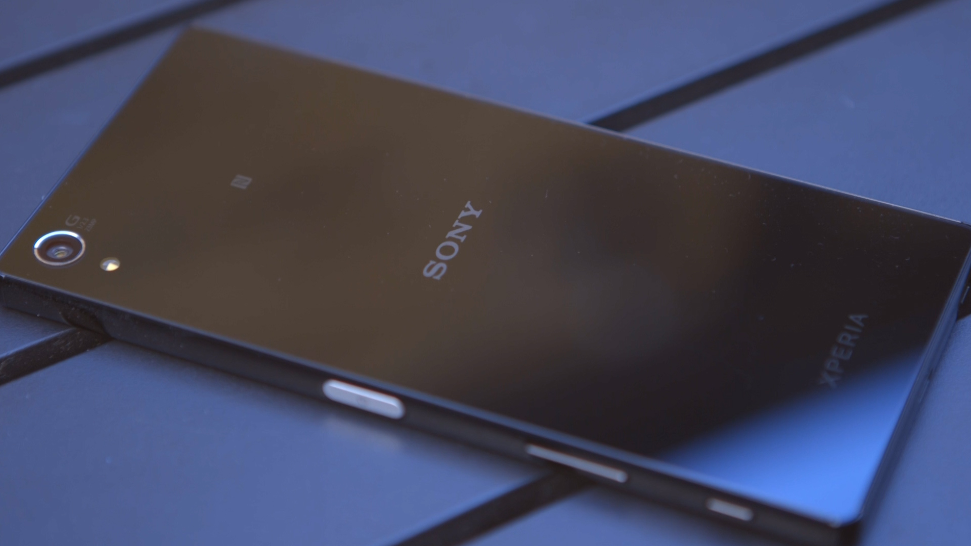 Video: Watch the Sony Xperia Z5 Premium's 4K screen shrug off a splashing