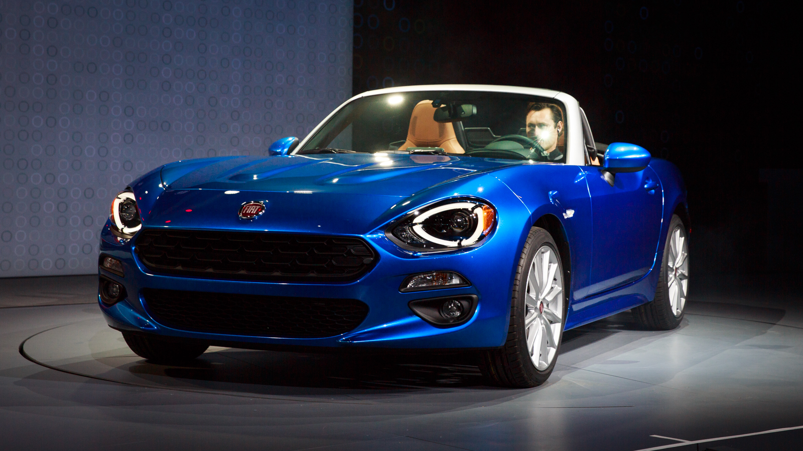 2017 fiat 124 spider release date price and specs roadshow. Black Bedroom Furniture Sets. Home Design Ideas