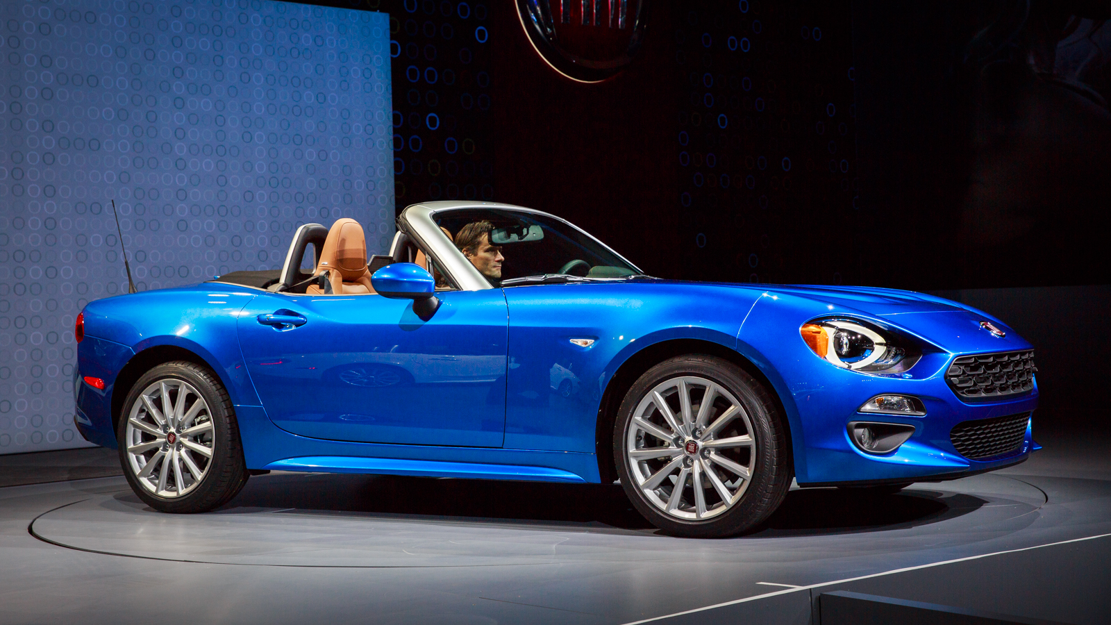 2017 Fiat 124 Spider Release Date Price And Specs Roadshow
