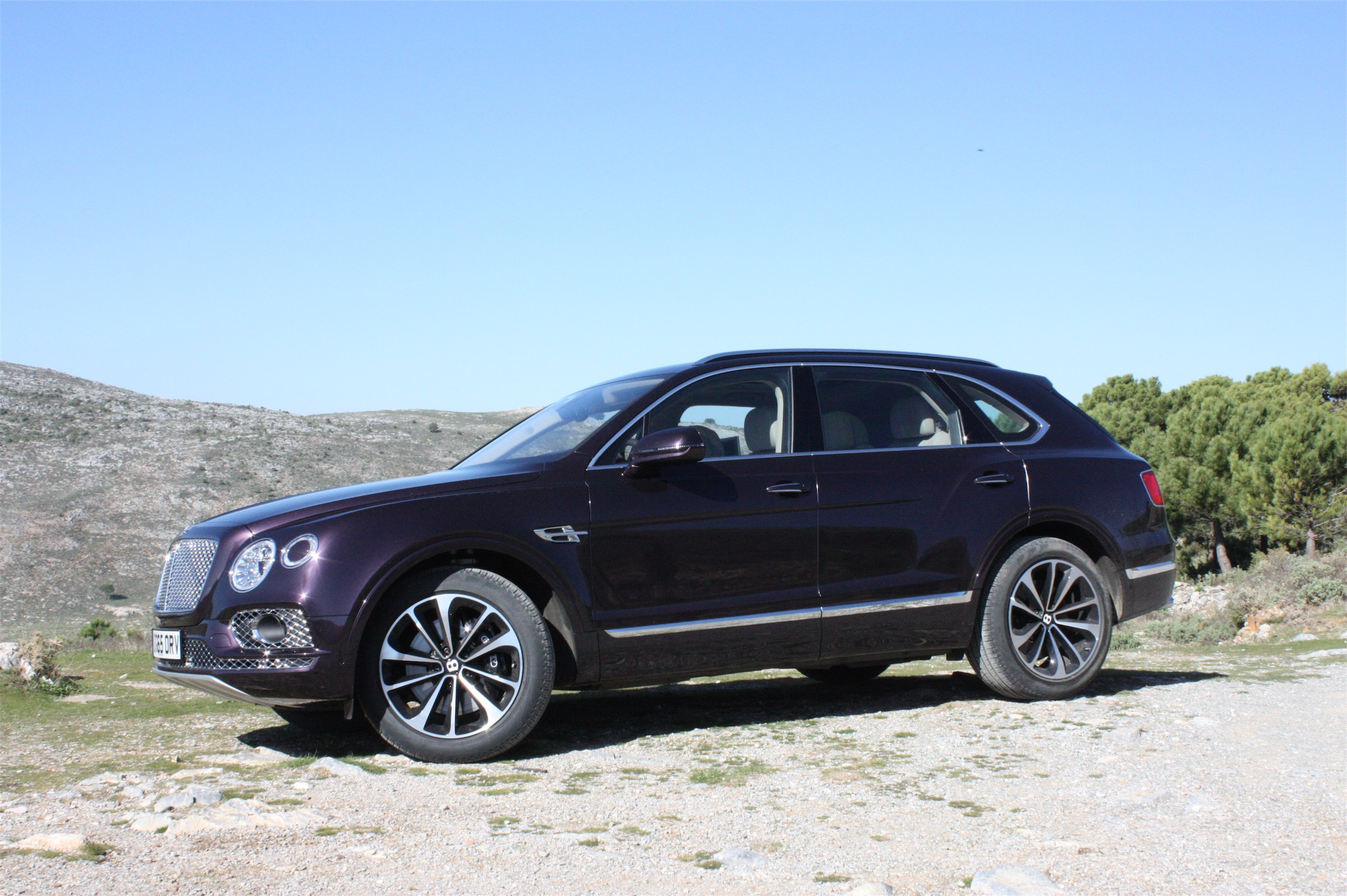 2017 bentley bentayga release date price and specs roadshow. Black Bedroom Furniture Sets. Home Design Ideas