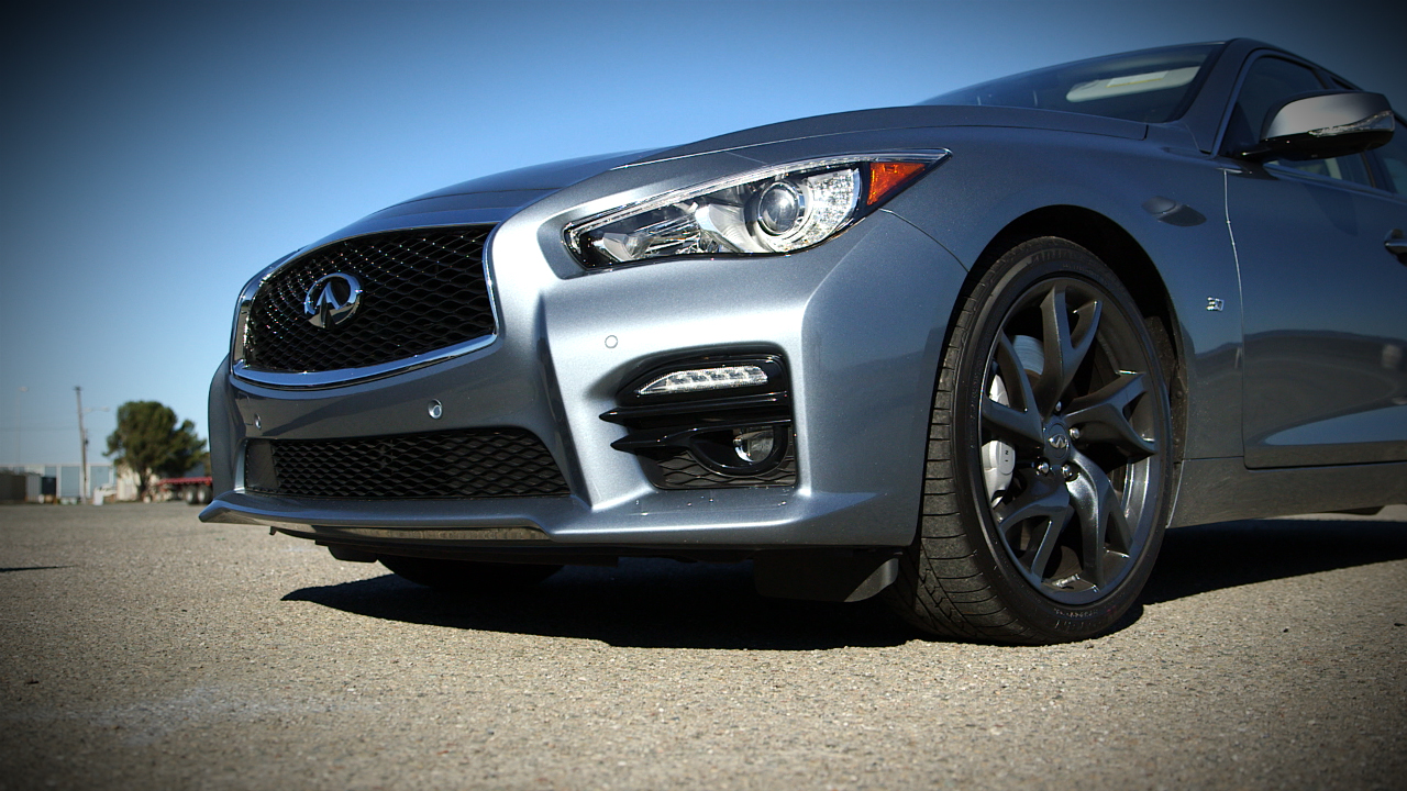 Video: 2016 Infiniti Q50 S: Outdated engine or old-school cool?