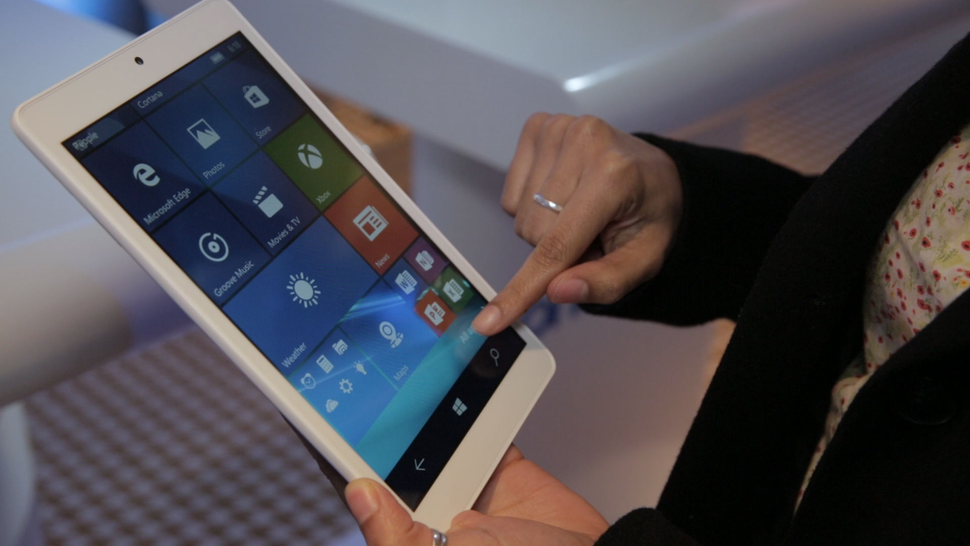 Video: An affordable Windows 10 tablet with high-speed cell capabilities