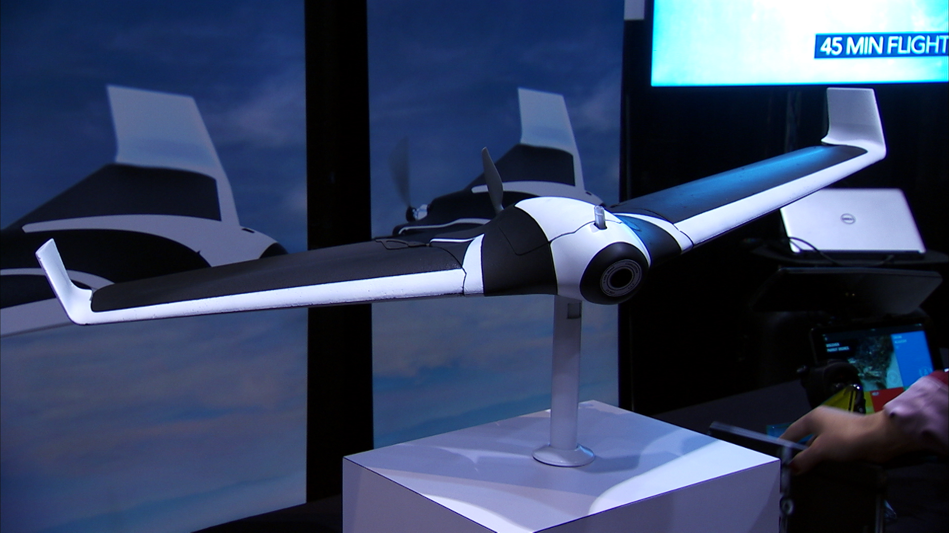 Video: Parrot Disco fixed-wing drone (almost) takes to the sky