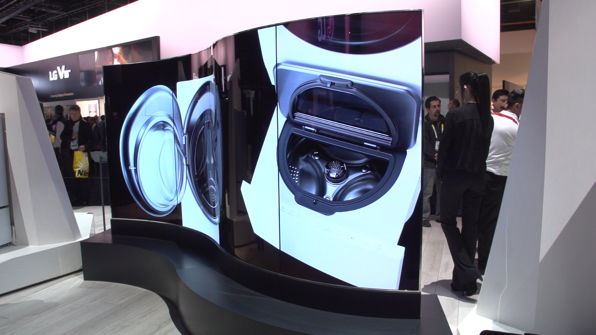 Video: Dual-sided OLED video wall will bend your mind
