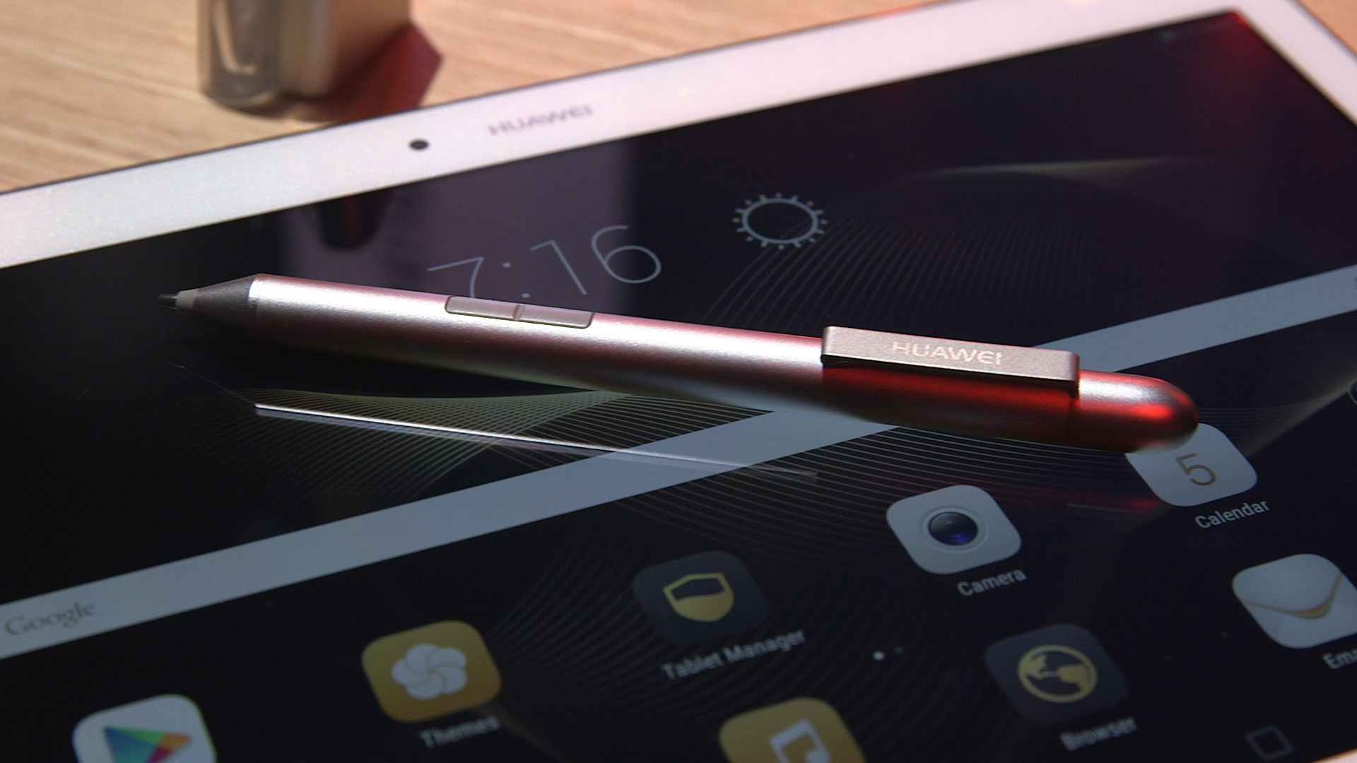 Video: Huawei MediaPad M2 tablet packs four speakers and a stylus