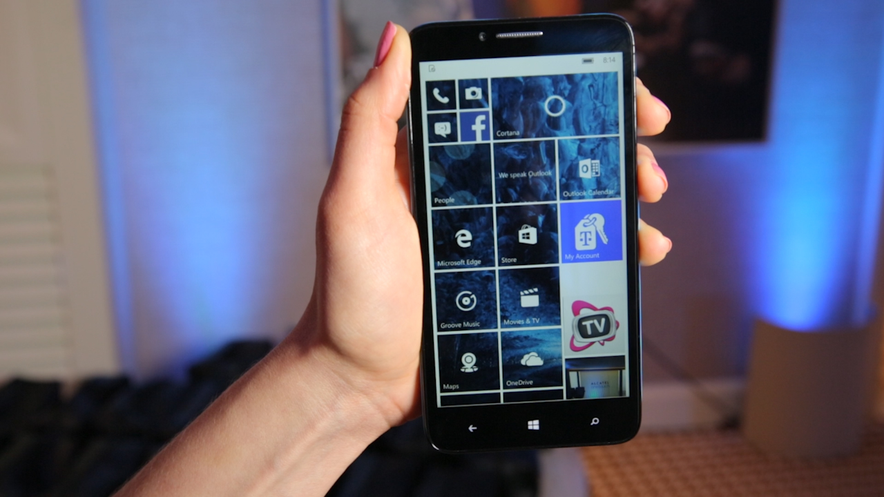 Video: El Alcatel Onetouch Fierce XL viene estrenando Windows 10 móvil