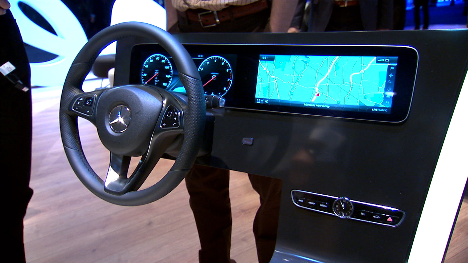 Video: New Mercedes-Benz dashboard lets you choose the gauges