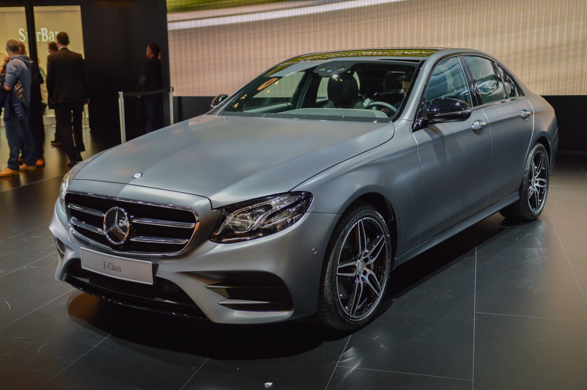 2017 mercedes benz e class release date price and specs roadshow. Black Bedroom Furniture Sets. Home Design Ideas