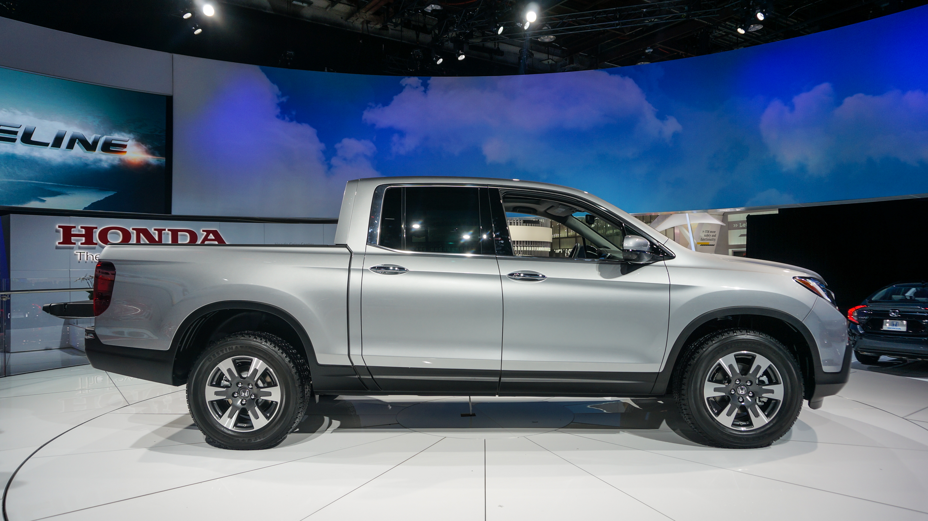 2017 honda ridgeline release date price and specs roadshow. Black Bedroom Furniture Sets. Home Design Ideas