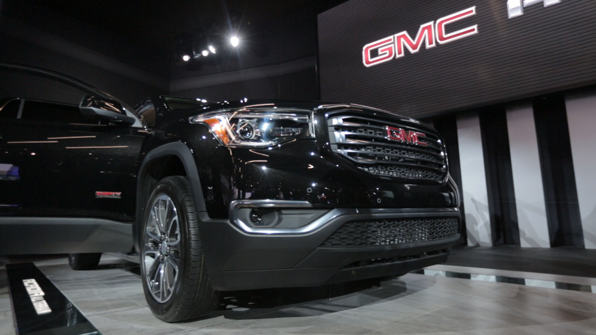 Video: GMC shows a lightened up Acadia