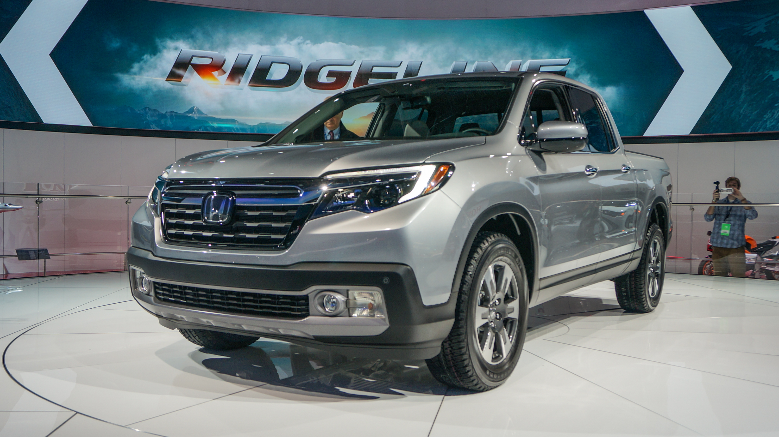 How does the 2017 Honda Ridgeline stack up to the competition ...