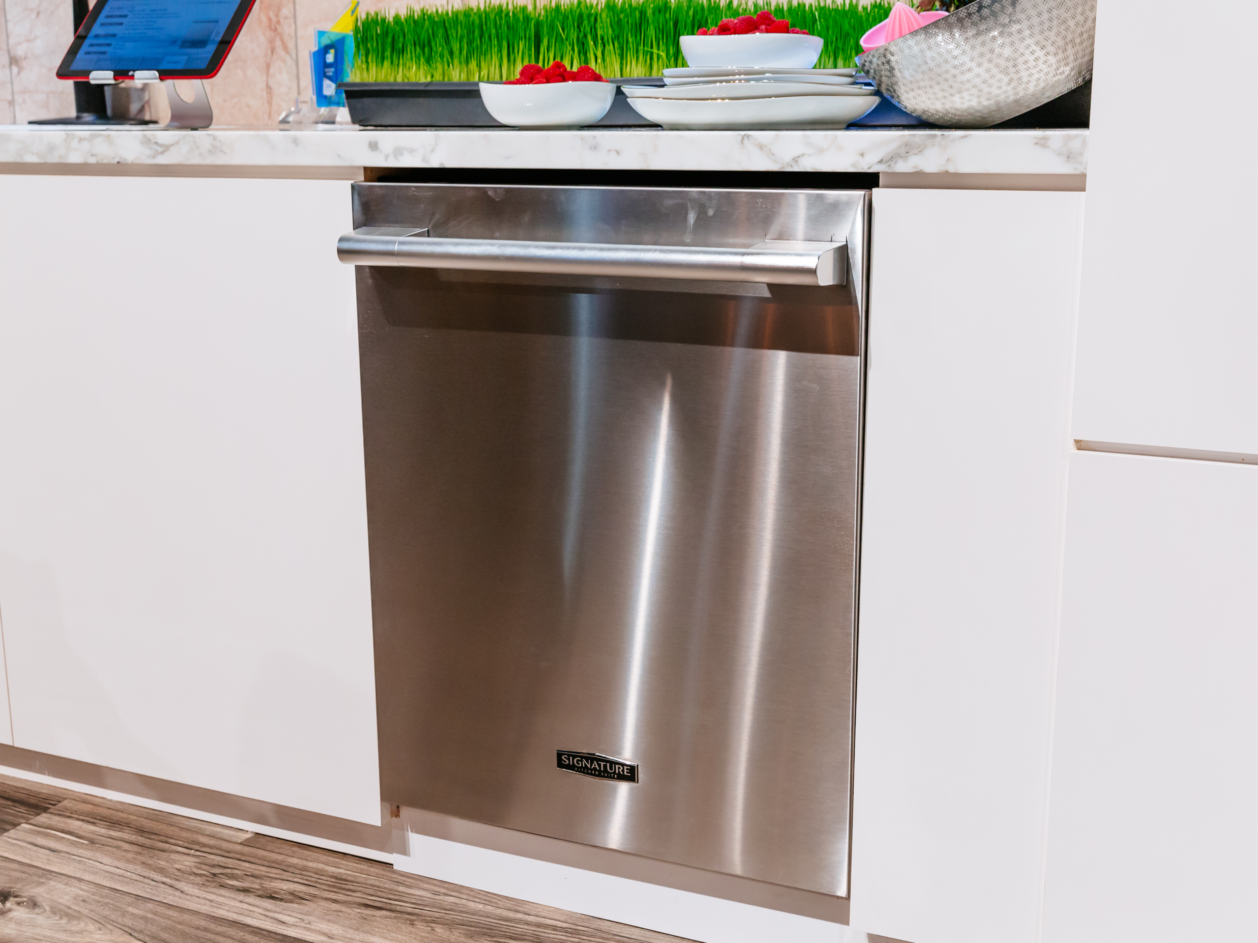 Signature Kitchen Suite Fully-Integrated Dishwasher UPDF9904ST